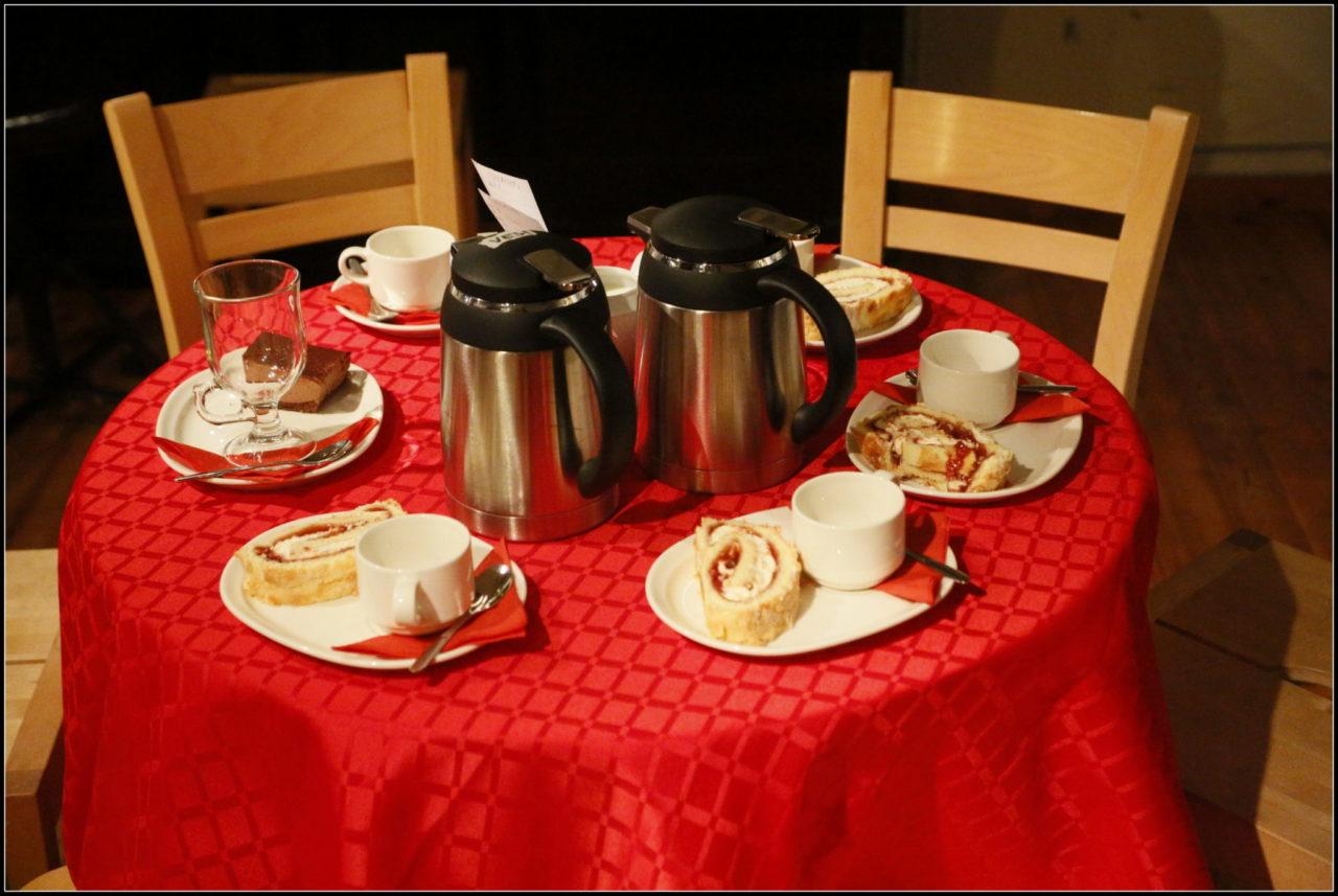 Lohjan Teatterin kahvion pöytä, kuva