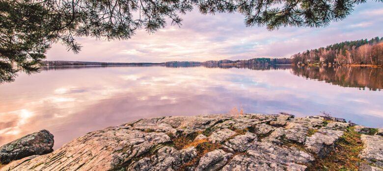 Lohjanjärven järvimaisema auringonlaskussa
